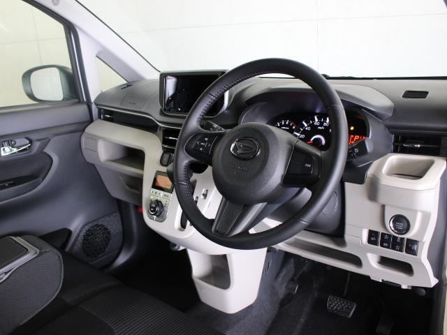 純正ナビ装着用アップグレードパック、ブラックインテリアパック、メッキインナードアハンドルを装備した特別仕様車「Xリミテッド SA III」です。