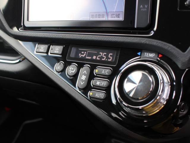 オートエアコン(ラメ入りピアノブラック塗装パネル)&エアコン温度調整ダイヤル(スピンドル調加工)が特別装備されています。