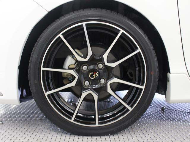 G's専用17インチアルミホイールを採用しています。タイヤサイズは195/45R17です。