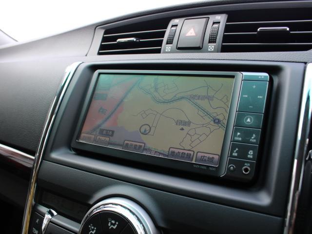 安全性を考慮し視線移動の少ない位置に設置された純正HDDナビ!フルセグTV、DVDビデオに対応しています。