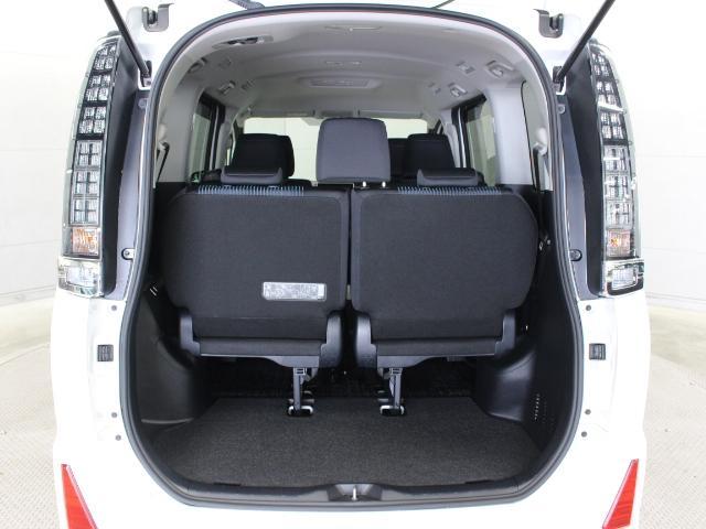 サードシートは、ワンタッチでの折りたたみ、跳ね上げまで可能なワンタッチスペースアップシートを採用しています。