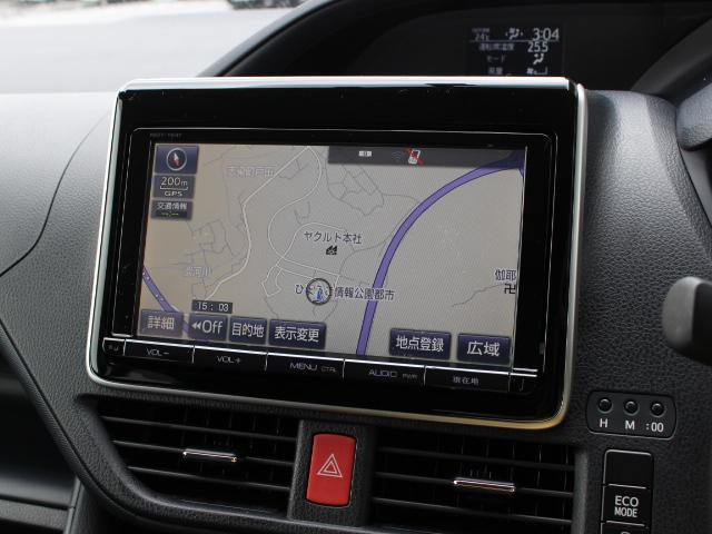 安全を考慮し、視線移動の少ない位置にセットされたT-Connect対応の純正9インチSDナビ!CD、DVDビデオ、フルセグTVに対応しています。