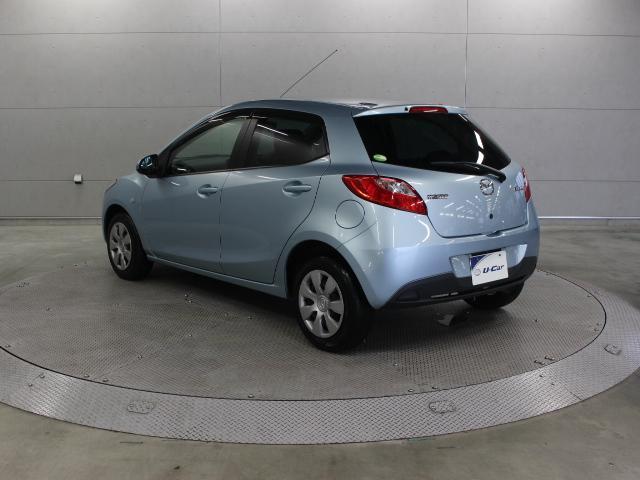 車重の軽量化を重視しクルマの基本性能を向上させた5ドアコンパクトカー、マツダ「デミオ」です。