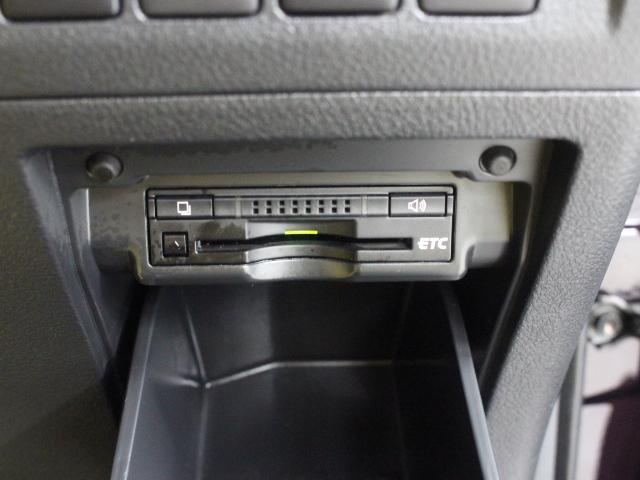 ETC車載器は、ビルトインタイプですっきり収納され、見た目も使い勝手も満足のアイテムです。