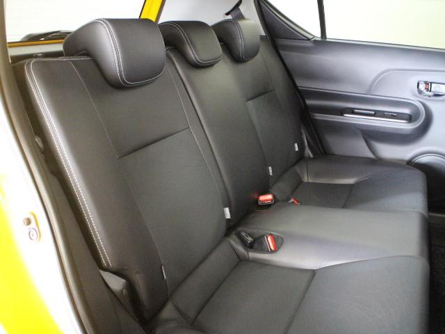 リヤには、シートの座面を長くし、ゆとりある着座姿勢を保てるようにシートバックの角度を最適化したシートを設定。ゆったりくつろぐことができます。