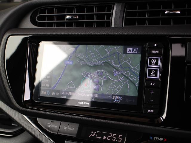 安全性を考慮し視線移動の少ない位置に設置されたアルパイン製SDナビ!フルセグTV、DVDビデオに対応しています。