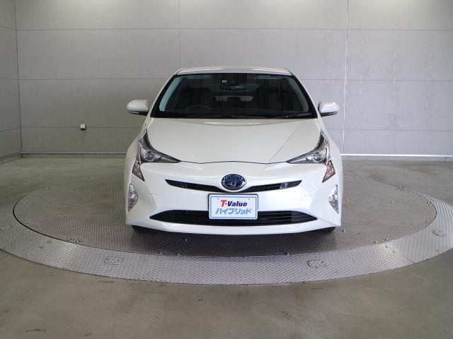 4つの先進安全機能をセットにした衝突回避支援パッケージ「Toyota Safety Sense P」をはじめ、インテリジェントクリアランスソナー、LEDフォグランプなどを特別装備しています。