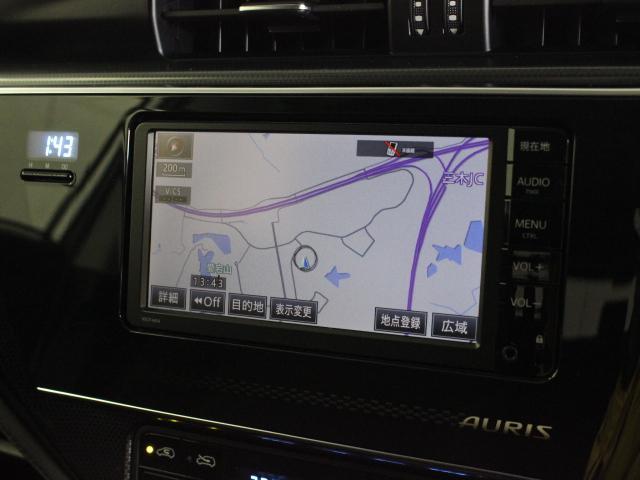 安全性を考慮し視線移動の少ない位置に設置された純正SDナビ!CD、ワンセグTVに対応しています。