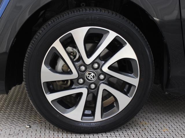 純正アルミホイールは精度が高く、走行の安定性が優れています。タイヤサイズ195/50R16