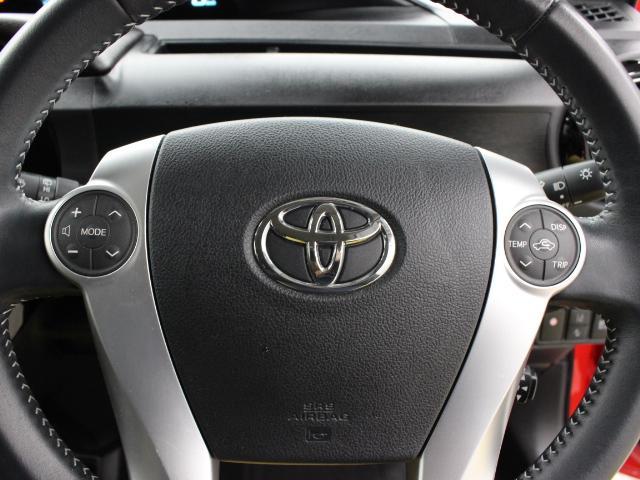 ステアリングスイッチ装備!運転しながら手元でオーディオやエアコンの操作などができます。