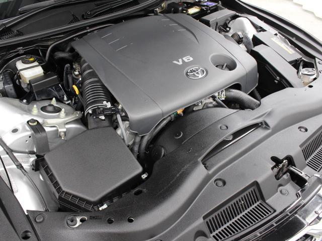 4GR-FSE型 2.5L V6 DOHCエンジン搭載、FR駆動です。
