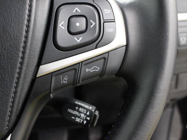 レーダークルーズコントロール(全車速追従機能付)が装着され、ミリ波レーダーと単眼カメラで先行車を認識し、車速に応じた車間距離を保ちながら追従走行を支援します。