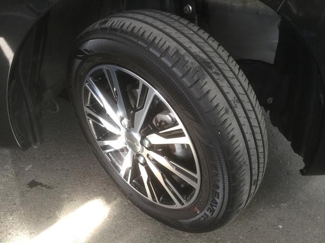 タイヤホイールの画像です。アルミホイール付!単純に足元がきまります♪。環境にやさしく燃費にも影響しますよ!まだまだタイヤ溝ありますよ!すぐに買いかえる心配もなく、次回車検まで使えるかも♪
