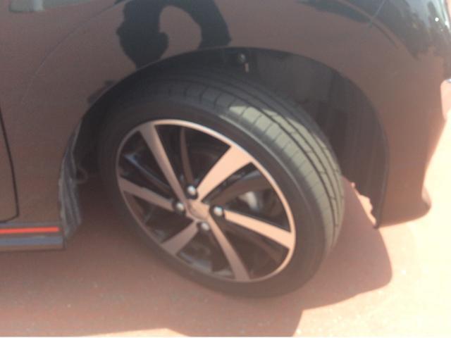 タイヤの溝まだまだ残ってます!これからの走行距離と使い方にもよりますが、すぐに買いかえる心配もなく、次回車検まで使えるかも?