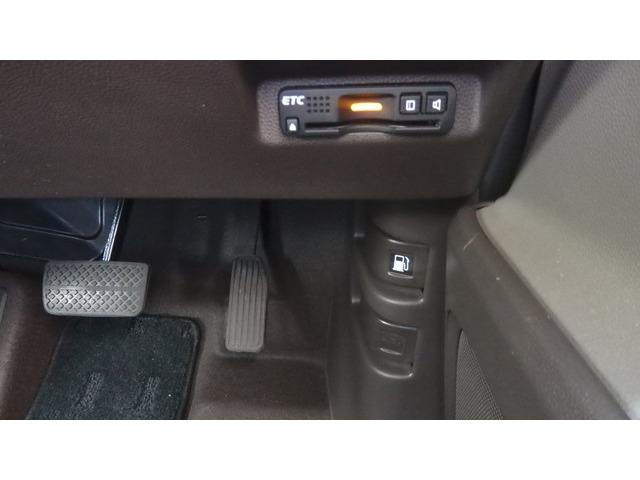 G フルセグナビ Rカメラ ETC 両側パワスラ BT スマキー アイスト ステアリングスイッチ センターテーブル プラズマクラスター技術搭載オートエアコン CDDVD再生 アイスト 盗難防止システム(17枚目)