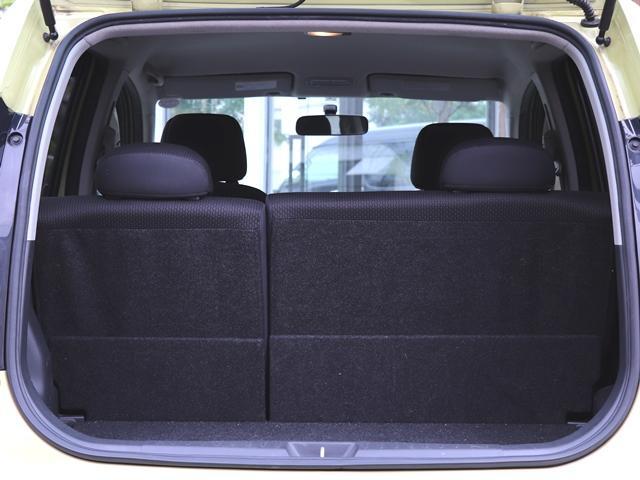 後部座席を倒さなくてもたっぷり収納が出来ます!!5人でご乗車頂いても充分荷物の積込可能です♪また乗車部分と繋がっていますが、音はとても静かで楽しいドライブの邪魔にはならず、快適なドライブが出来ますね★