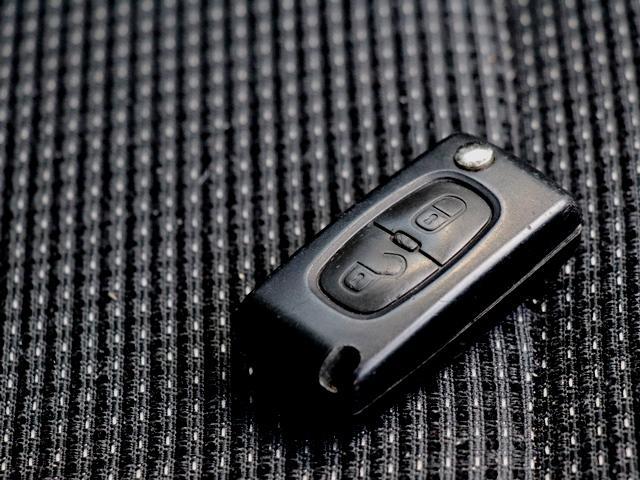 シエロ ワンオーナー 禁煙車 パノラミックルーフ ルーフレール ヘッドアップディスプレイ クルーズコントロール HIDオートライト フォグ キーレスキー 純正17AW ETC リアセンサー 純正オーディオ(16枚目)