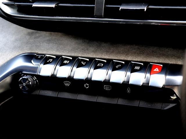 GT ブルーHDi ディーゼル ワンオナ 禁煙車 パノラミックサンルーフ 純正ナビ/フルセグ アラウンドビュー/B/S/Fカメラ 全車速ACC 衝突軽減ブレーキ BSM LEDオート Pバックドア 障害物センサー ETC(14枚目)