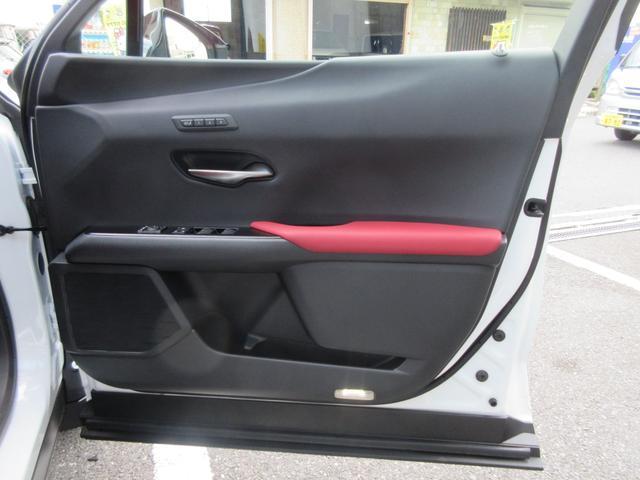 「レクサス」「UX」「SUV・クロカン」「大阪府」の中古車18