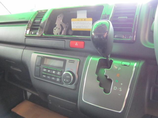 トヨタ ハイエースバン 2.0ダークプライム サーファーパッケージ 車中泊