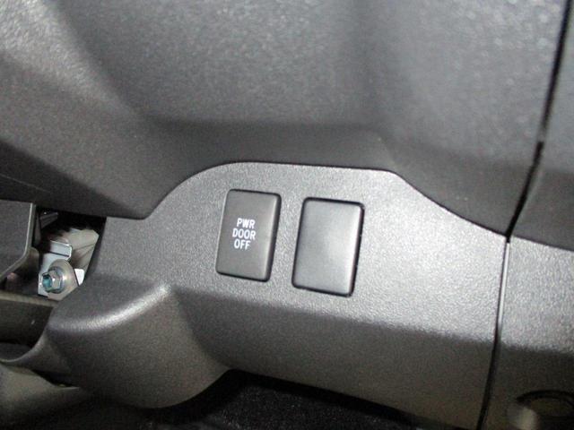 パワースライドドアスイッチ付き。不要な時は手動操作が可能です。