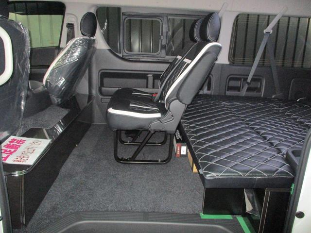セカンドシートは純正のままなので、後部座席へのアクセスが楽になっております☆
