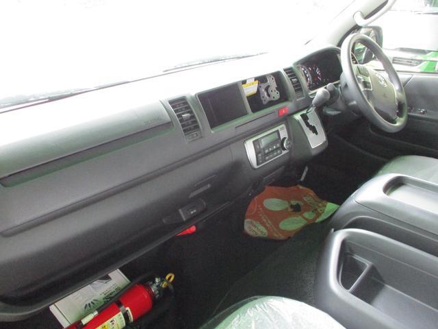 スーパーロングGL 2.8ディーゼルターボ 特設カラーホワイトパール 3ナンバー乗用変更10人乗り普通免許 レイヴ10 キャプテンシート ロングスライドベンチシート2脚(12枚目)