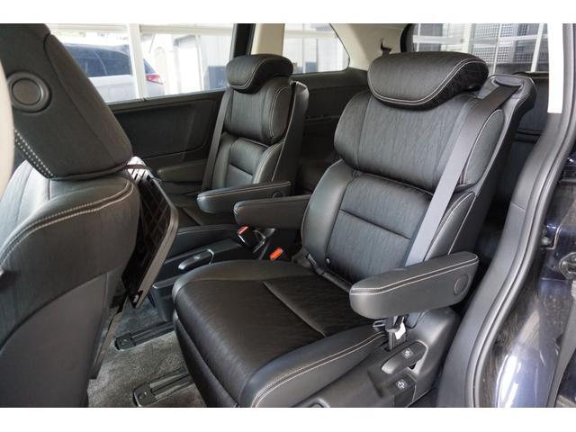 ハーフレザーシートで広々とした空間んでロングドライブも快適です!