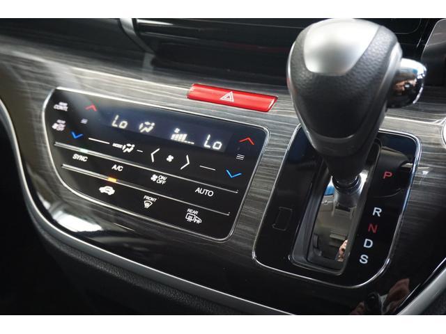 プッシュスタートシステムです。キーをバッグやポケットに入れたままでブレーキを踏んでボタンを押すだけでエンジン始動出来てとっても便利です♪