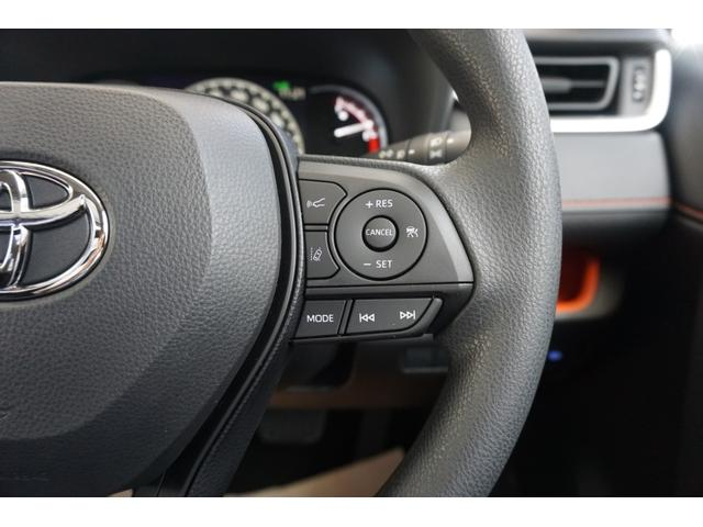 【レーダークルーズコントロール(全車速追従機能付 】ミリ波レーダーと単眼カメラで先行車を認識し、車速に応じた車間距離を保ちながら追従走行を支援します。