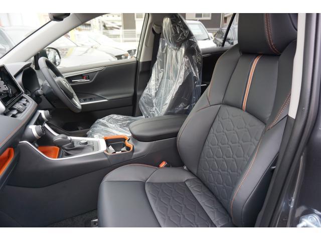 ハーフレザーシート!パワーシート装備でお好みのドライビングポジションに設定可能です。