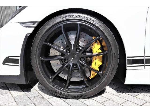 GT4 PCCBセラミックコンポジットブレーキ ROBERUTAリフティング前後 カーボンスポーツバケットシート スポーツクロノPKG レザーインテリア カーボンインテリア ダイナミックライト OP多数(11枚目)