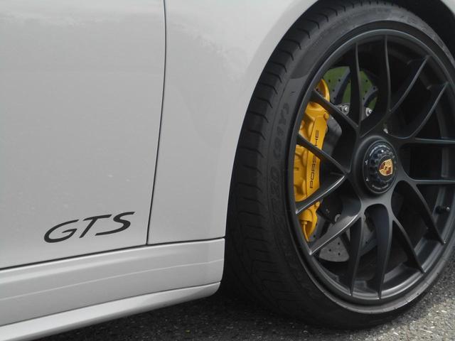 911カレラGTS 左ハンドル PCCBセラミックブレーキ スポーツクロノPKG アダプティブスポーツシート・スポーツシートプラス(18ウェイ) インテリアライトPKG PASM 20インチアルミ Fバンパーフィルム(26枚目)