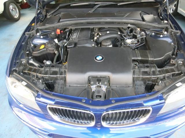エンジンの状態は良好です。オイル漏れもありませんし、大変綺麗な状態です。
