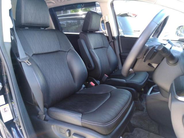 ☆運転席は視点が高いので見通しが良く、フロントやサイドのガラスも大きくて運転し易いですよ♪パワーシートでポジション調節も簡単です♪