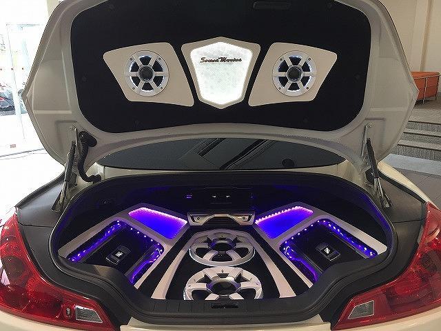 370GT タイプP トランクオーディオ 内装白黒革張替え(6枚目)