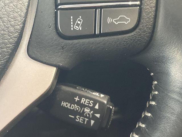 IS300h バージョンL 禁煙車 ワンオーナー サンルーフ プリクラッシュS レーダークルーズ クリアランスソナー BSM 黒本革 シートヒーター&エアコン 電動リアサンシェード 純正SDナビ バックカメラ 純正18インチAW(8枚目)