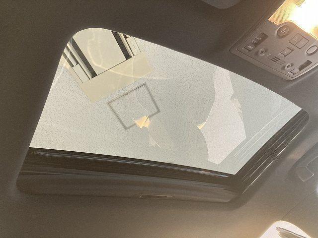 IS300h Fスポーツモードプラス 禁煙車 サンルーフ プリクラッシュS レーダークルーズ クリアランスソナー BSM LTEX合皮シート シートヒーター&エアコン パドルシフト パドルシフト 純正SDナビ バックカメラ 純正18AW(7枚目)