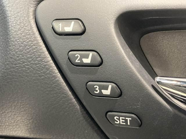 IS300h Fスポーツモードプラス 禁煙車 サンルーフ プリクラッシュS レーダークルーズ クリアランスソナー BSM LTEX合皮シート シートヒーター&エアコン パドルシフト パドルシフト 純正SDナビ バックカメラ 純正18AW(61枚目)
