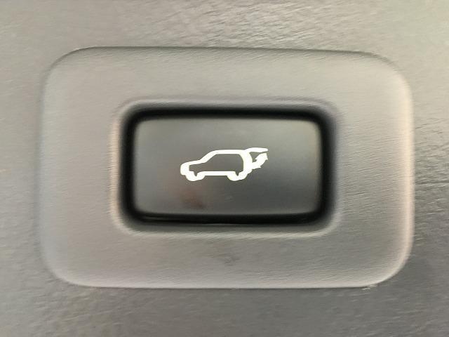 【電動リアゲート】ワンタッチでトランクの開け閉めが可能です♪