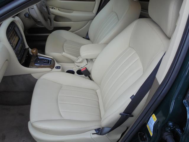 禁煙車 内外装美車必見の1台 装備充実 レザーシート シートヒーター 純正ナビ バックセンサー 程度と保証内容に自信。安心ロング無料保証付。来店予約即決プレゼントあり。来店予約後にご来店下さい。
