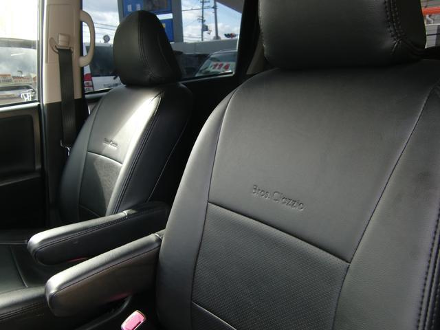 全席に専用の黒レザーシートカバー付き!汚れもスグに拭き取れて、室内もカッコ良くなっていますよ(>。<)♪