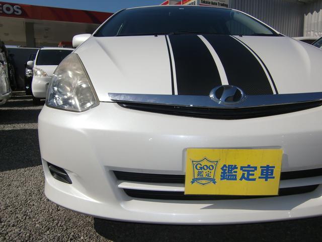 スタイリッシュなヘッドライト☆ウィッシュ入庫♪ボディーにレーシングストライプ柄のラッピングシートを張り付けるカーラッピング施工車♪塗装と違い、剥がして違うカラーを張り付ける事も可能です(^_-)-☆