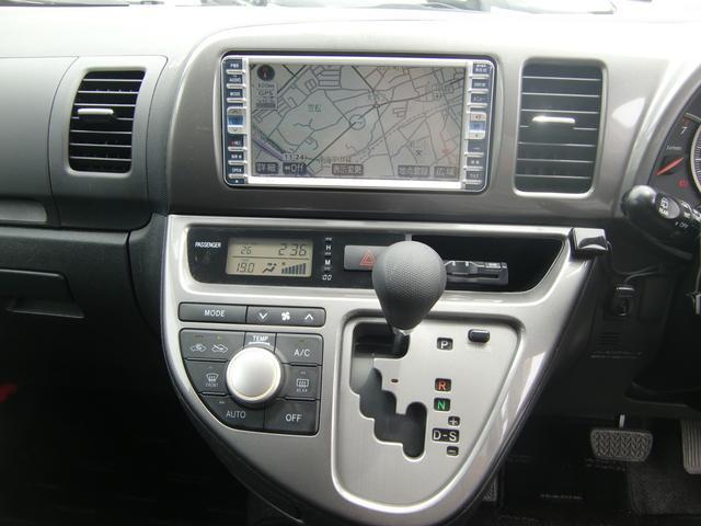 録音可能な純正HDDナビ付き♪年中快適なオートエアコンも標準装備です♪
