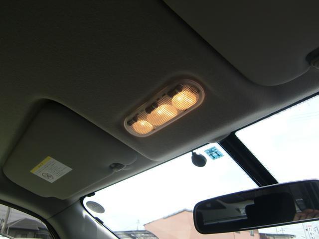 禁煙車なので、天井も綺麗な状態ですよ☆