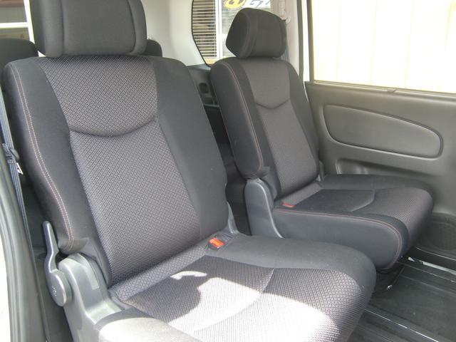 8人乗りの広々3列シート♪セレナのシートは、センターシートが1列目から2列目までスライド可能なので、ベンチシートやウォークスルーなどなど!多彩なシートアレンジが可能ですよ♪ぜひご来店時にお試し下さい♪