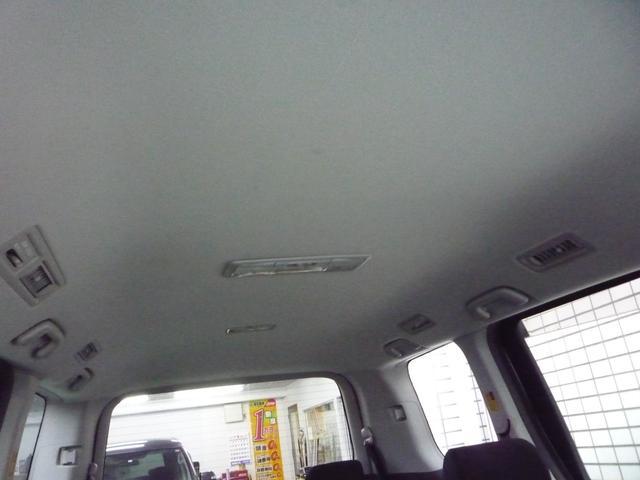 天井は特に目立つキズや汚れも無く綺麗な状態です!天井も高く、広々とした車内はとても快適です!当店はアフターメンテナンスも充実しておりますのでお気軽にご相談下さい!!
