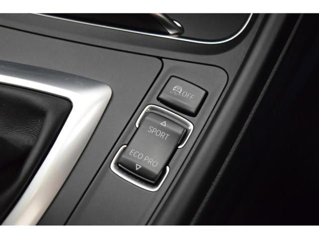 コントロールダイヤルの周囲に配置された7つのダイレクト・メニュー・コントロールボタン。iDriveでは使用頻度の高い機能へのアクセス性が高まりました!