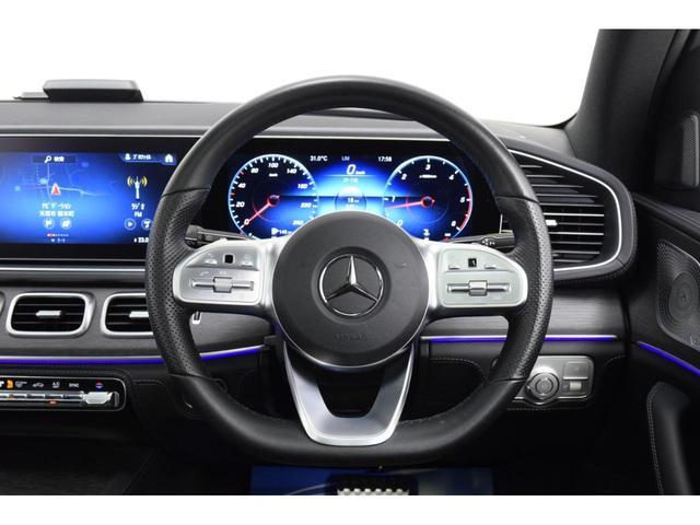 メルセデス車ではおなじみとなった、横長のメーターパネル。コックピット用とインフォテインメント用に、12.3インチサイズのディスプレイが2つ並べて配置されている。