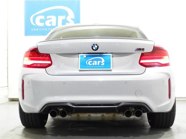 BMWこだわりのFR仕様車(後輪駆動)のみの展開で、コンパクトでありながらも力強い走りができる工夫が細部に散りばめられています。